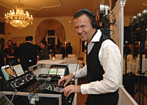 dj tom de funk www dj. Black Bedroom Furniture Sets. Home Design Ideas